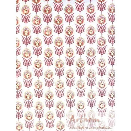 Fleur paon rose sur blanc