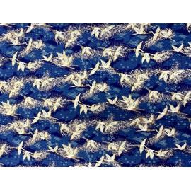 Japonais grues sur la rivière bleue
