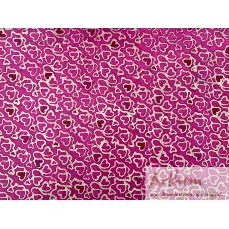 Coeur sur papier ciré fond rose fuchsia