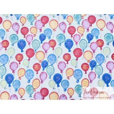 Envolée de ballons multicolores