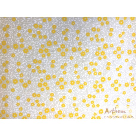 Fleurs jaunes sur fond écru